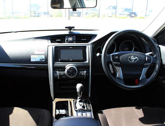 参考車種:マークX 運転席